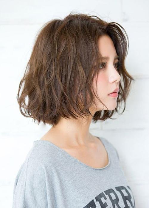 10 Kiểu tóc ngắn xoăn sóng dễ thương phù hợp mọi khuôn mặt - Ảnh 1