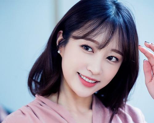 Top 3 kiểu tóc mái Hàn Quốc đẹp nhất cho bạn gái trán ngắn - Ảnh 1