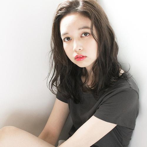 Kiểu tóc uốn xoăn nhẹ Hàn Quốc tuyệt đẹp cho chị em công sở - Ảnh 8
