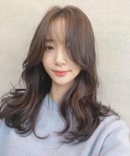 Kiểu tóc uốn xoăn nhẹ Hàn Quốc tuyệt đẹp cho chị em công sở - Ảnh 2