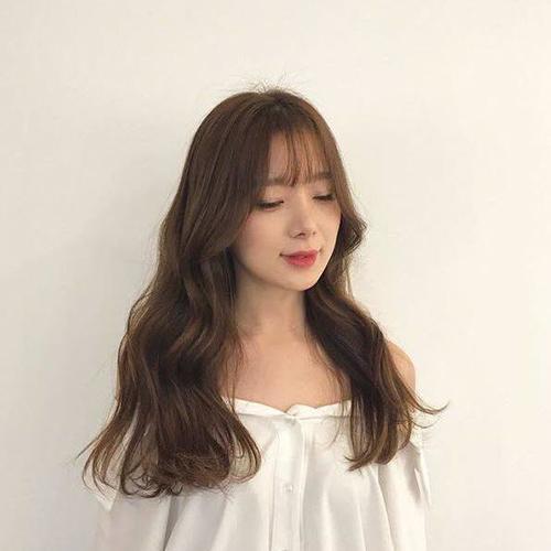 Kiểu tóc uốn xoăn nhẹ Hàn Quốc tuyệt đẹp cho chị em công sở - Ảnh 4