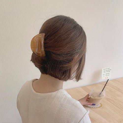 Mách nàng 4 kiểu tóc cực xinh chỉ với 1 chiếc kẹp càng cua - Ảnh 9