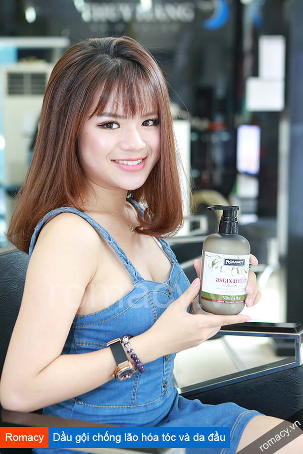 Diễn viên - MC Hà Đan tiết lộ bí quyết chọn dầu gội cho tóc luôn khỏe mạnh.