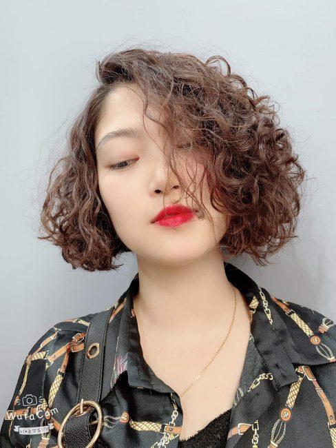 6 kiểu tóc xoăn ngắn đẹp cho khuôn mặt tròn to thon gọn tức thì