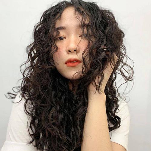 Mẹo chăm sóc tóc uốn xoăn xù mì đơn giản nhưng không phải ai cũng biết