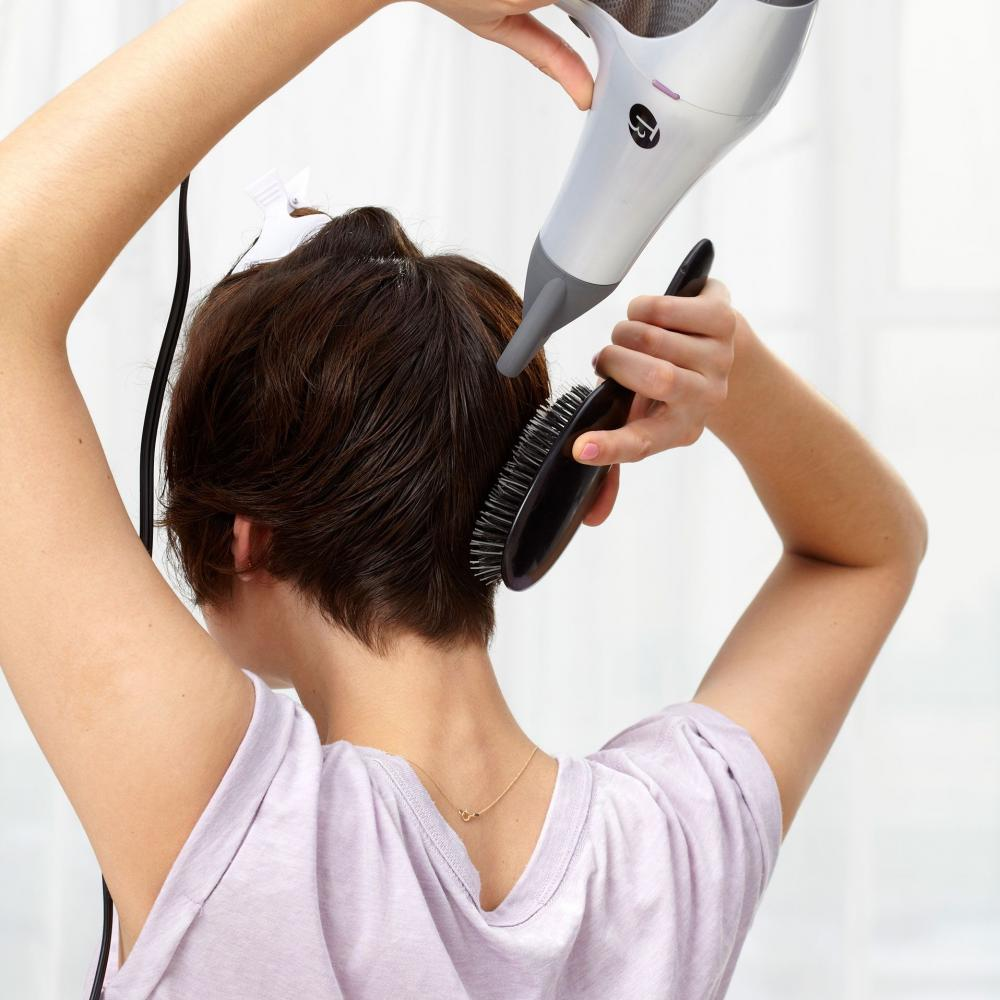 Những sai lầm tai hại cần tránh khi sấy tóc