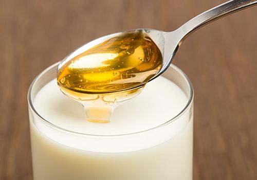 8 cách ủ tóc bằng mật ong giúp tóc chắc khỏe suôn mượt